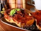 Рецепта Печена пълнена тиква в тава със сушени плодове (сливи, кайсии), мед, ядки и какаов сос на фурна